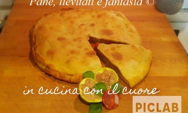 Pizza ripiena con fichi e salsiccia piccante di Calabria