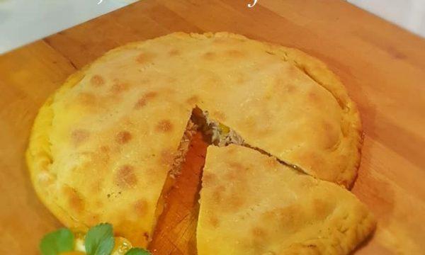 Pizza ripiena con pachino giallo e tonno