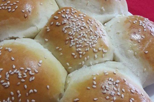 Soffice pan brioche salato con prosciutto cotto e mozzarella