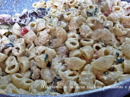 Pasta salsiccia zucchine pomodorini e panna