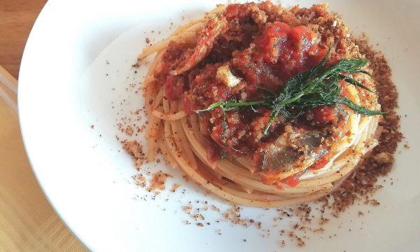 Spaghetti con alici e finocchietto alla catanese