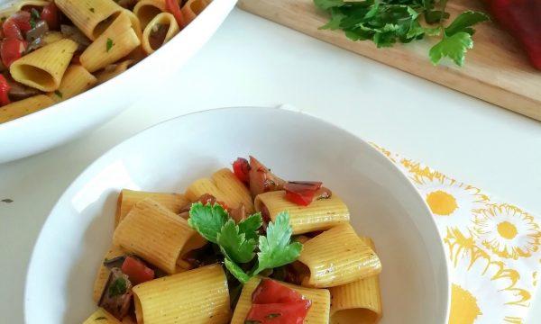 Insalata di pasta con zafferano e verdure