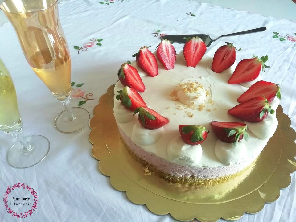 torta mousse alle fragole e namelaka al cioccolato bianco