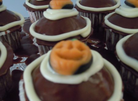 Cupcake al cioccolato con frosting al cioccolato bianco – Ricetta per halloween (tradizionale e bimby)