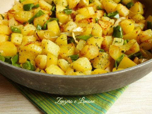 Padellata di patate cipolle e peperoncini verdi