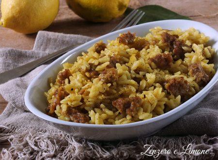 Risotto al curry e salsiccia