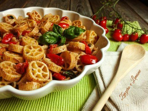 Pasta fredda con pomodorini e paté di olive