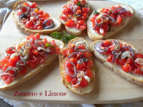 Bruschette con pomodorini e cipolla di Tropea