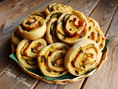 Girelle con zucchine e salame, ricetta sfiziosa