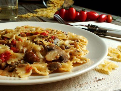 Pasta con funghi e pomodorini, ricetta vegetariana