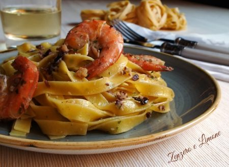 Tagliatelle gamberi, mandorle e olive