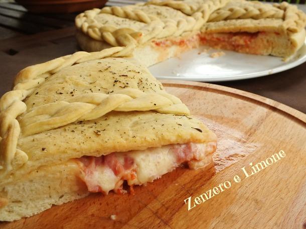 pizza ripiena - fetta