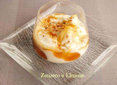 Coppa di ananas, yogurt e salsa caramellata