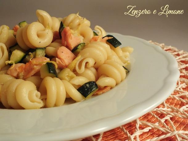 zucchini and smoked salmon pasta -