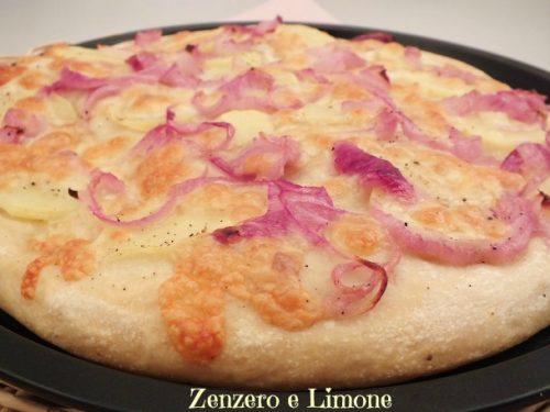 Pizza bianca patate, cipolle e scamorza