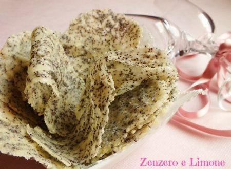 Chips al parmigiano e semi di papavero