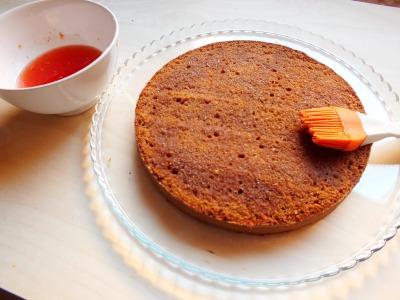 inumidire il disco di pasta con la bagna