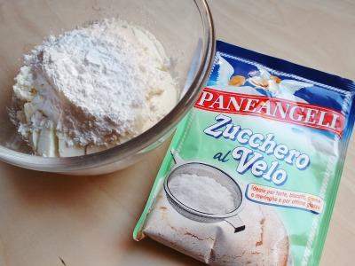 ricotta, formaggio e zucchero a velo