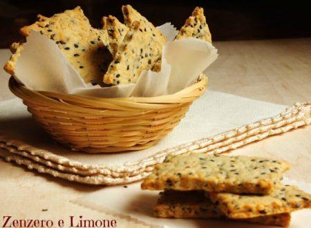 Crackers al formaggio con sesamo nero