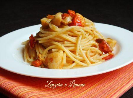 Spaghetti con capesante e pomodorini