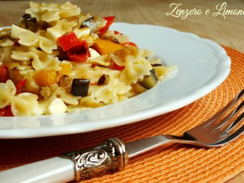 Pasta with bell peppers and eggplant