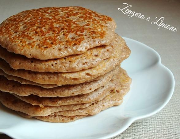 pancakes spalmati di nutella. Vi consiglio di scaldare la nutella ...