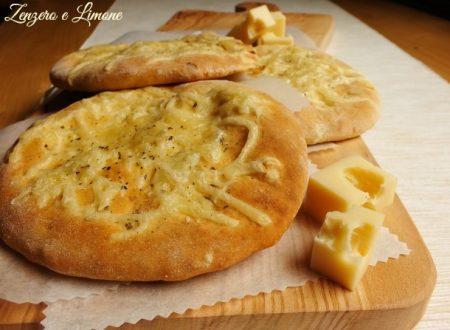 Focaccine al formaggio – ricetta senza lievito