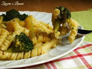 pasta broccoli e acciughe - dettaglio