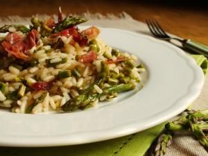 risotto con asparagi e speck croccante