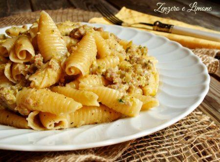 Pasta con pesto di porri e pistacchi