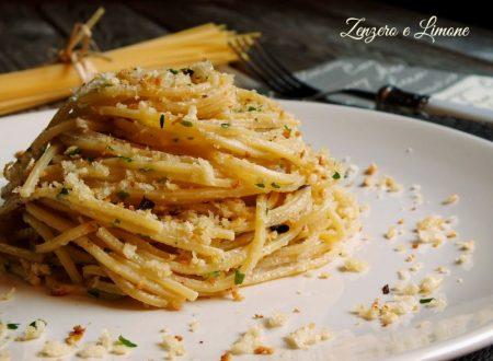 Spaghetti alla chitarra con alici e mollica croccante
