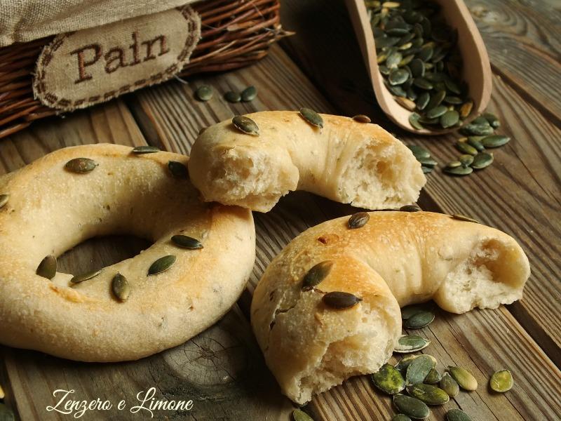 ciambelle di pane ai semi di zucca