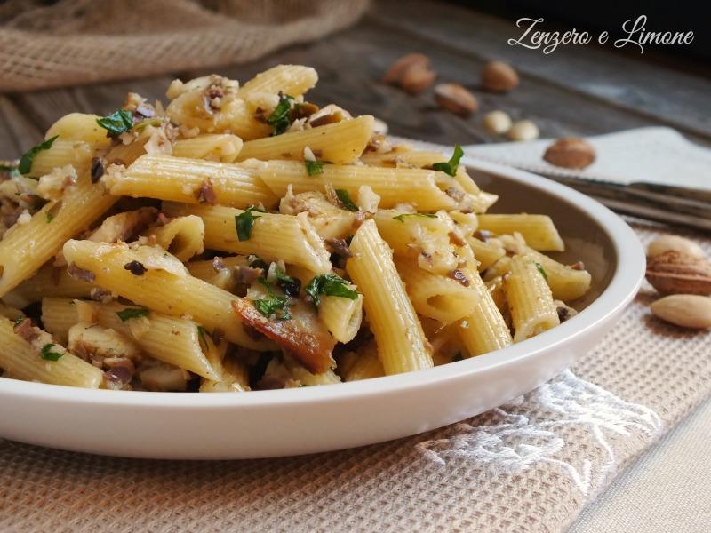 Pennette con branzino affumicato e pesto di olive for Cucinare branzino