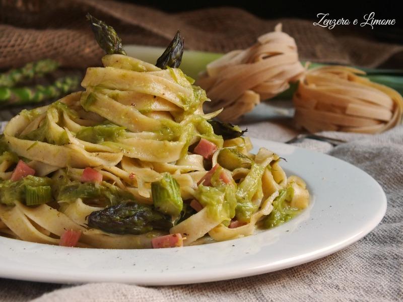 tagliatelle di farro con asparagi e prosciutto