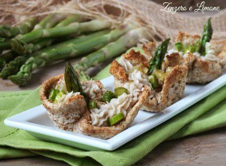 Cestini di pane con crema di cannellini e asparagi