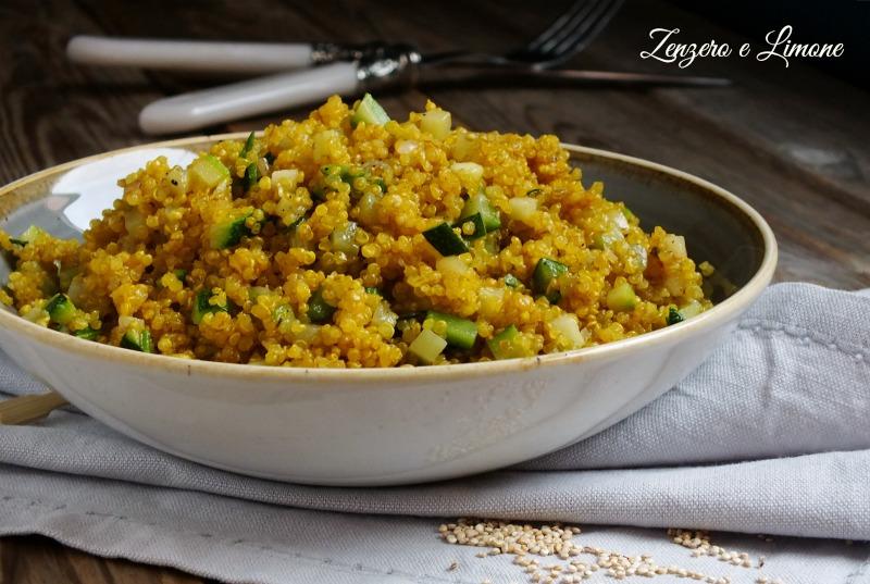 quinoa alla curcuma e zucchine
