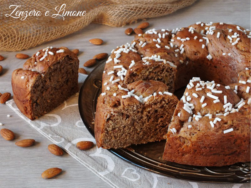 pane dolce alle mandorle alicocche e cioccolato - fettapane dolce alle mandorle alicocche e cioccolato - fetta