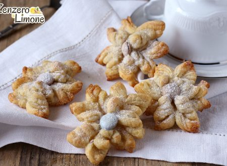 Fiori dolci di pasta sfoglia