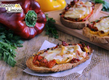 Crostini ai peperoni e fontina