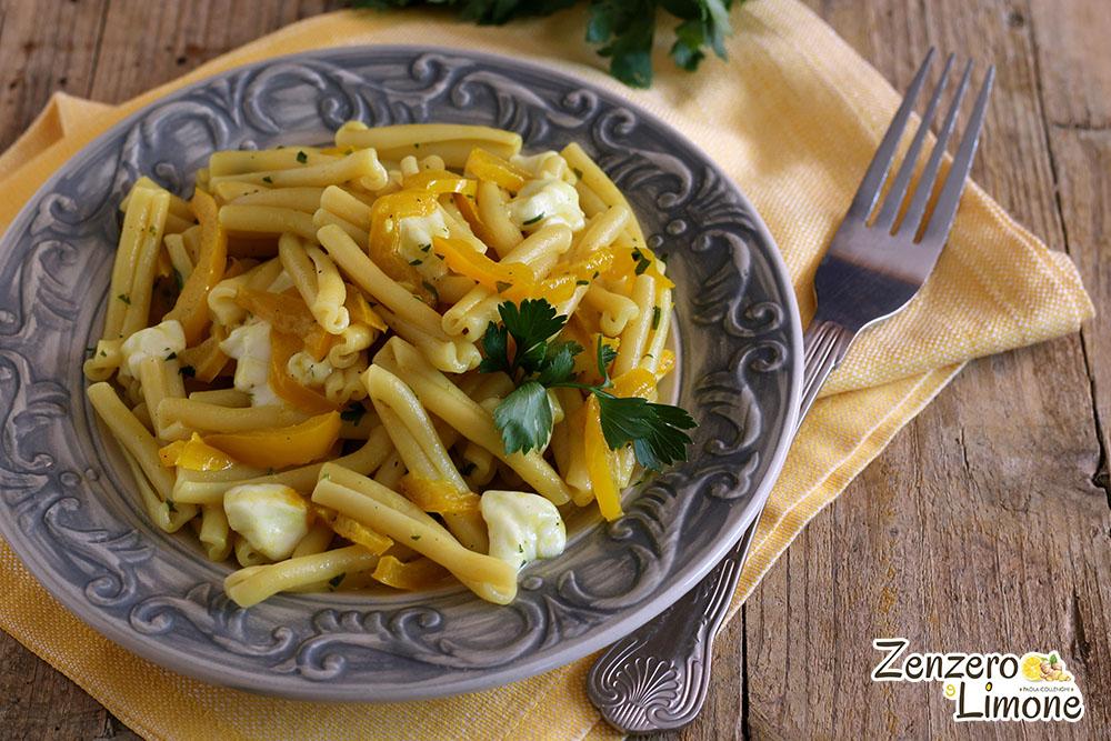 pasta con peperoni e mozzarella