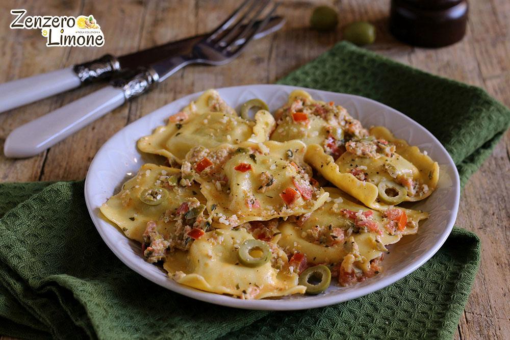 ravioli con salsa alle olive