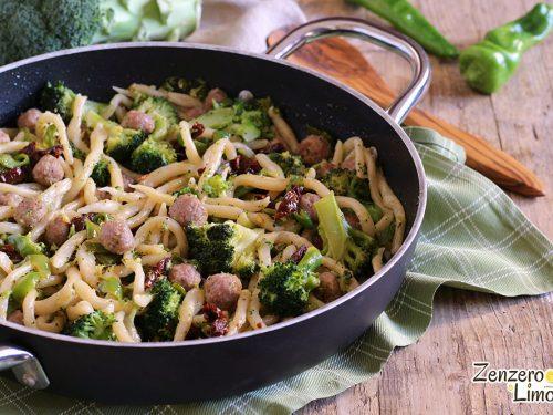 Strozzapreti con broccoli e salsiccia