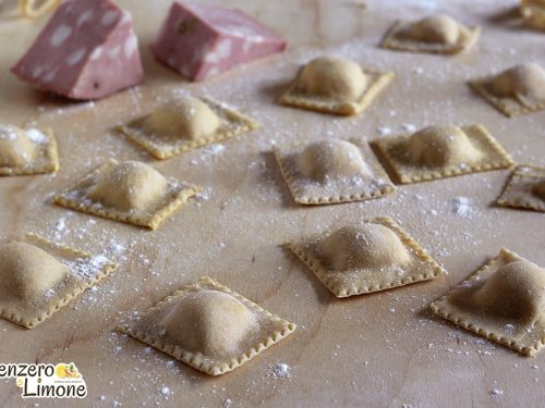 Ravioli alla mortadella e formaggio