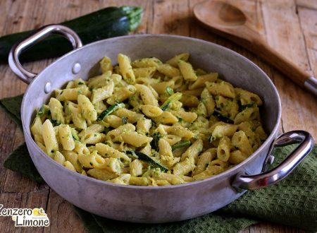 Pasta al curry e crema di zucchine