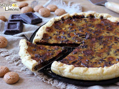 Torta di pasta sfoglia con amaretti e cioccolato
