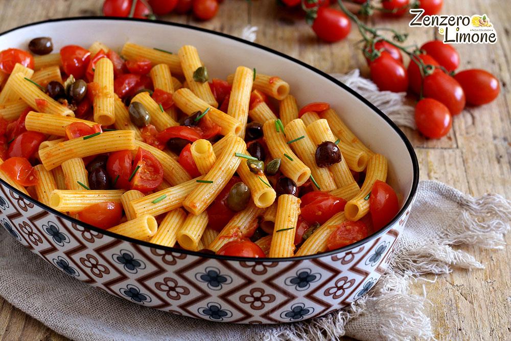 Pasta al Sugo con Olive, Capperi e Acciughe