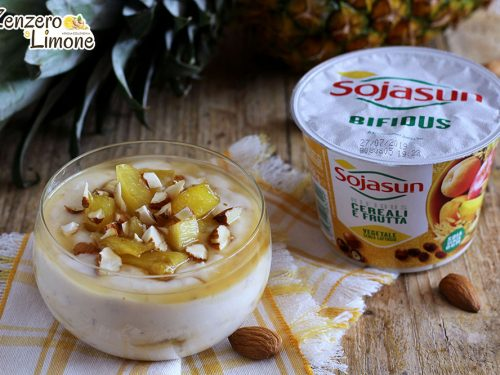 Dessert con ananas e yogurt vegetale ai cereali