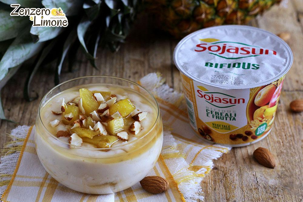 Dessert con ananas e yogurt ai cereali