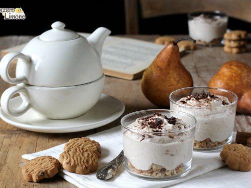 Dessert di pere e biscotti senza latte né uova