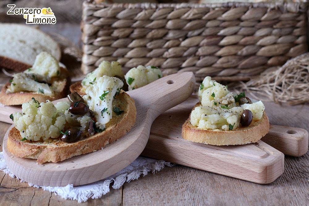 crostoni al cavolfiore e olive